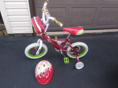 12 inch Strawberry Shortcake Bike w Training Wheels & Helmet