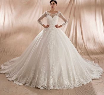 Nina's Elegant Princess Style Lace Appliqué Wedding Dress