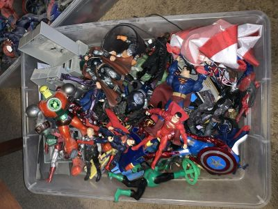 Huge Lot of DC and Marvel Action Figure.