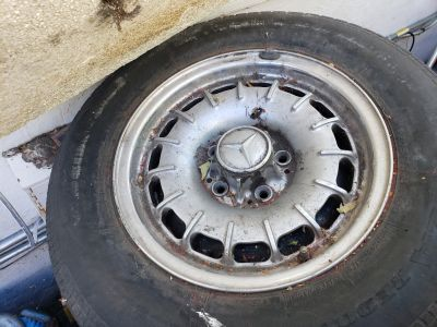 Mercedez rims 1970s to 1980s 14 inch 2ith tires 5 total used