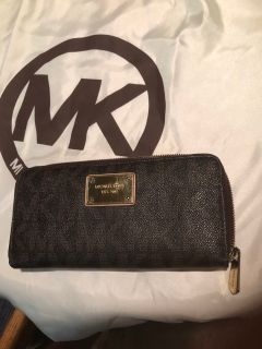 Brand new authentic Michael Kors multi compartments