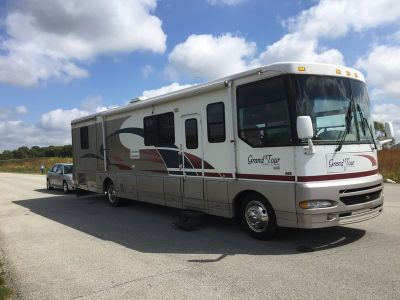 1999 Winnebago Vectra Grand Tour 37B & 2006 Tow car Combo