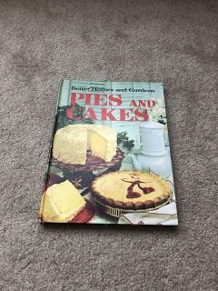 Better Homes & Gardens pies and cakes vintage cookbook