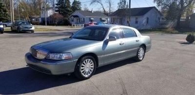 2004 Lincoln Town Car Signature (Blue)