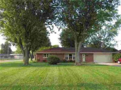 2239 Sims Drive Columbus Four BR, this all brick ranch home has