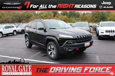 2018 Jeep Cherokee Trailhawk (Diamond Black Crystal Pearlcoat)