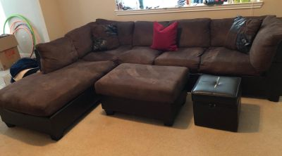 Brown Sectional with 2 Ottomans