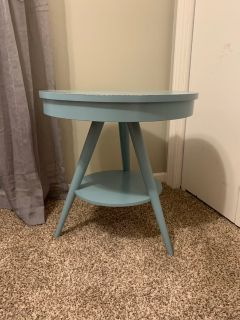 Adorable Teal wood round 3 legged accent table.