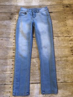 Justice sz 10 supper skinny jeans euc beside small spot see pic $1
