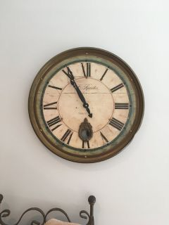 ROUND WALL CLOCK (battery operated)