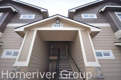 Convenient 2 Bed/2 Bath Apartment with Full Size Washer/Dryer! Near CWI!