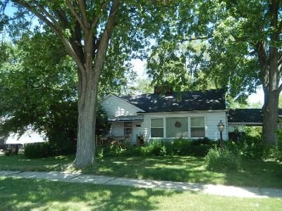 3 Bed 1 Bath Preforeclosure Property in Harper Woods, MI 48225 - Woodland St