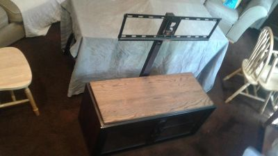 """TV Stand holds 32-50"""""""