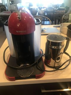 Nespresso Coffe Machine and milk foamer