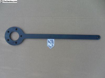Rear wheel nut brace / remover