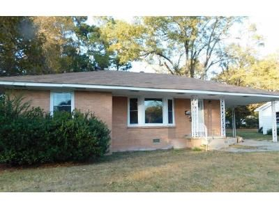 2 Bed 1.5 Bath Foreclosure Property in Pine Bluff, AR 71603 - W 37th Ave