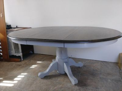 Round Table with leaf