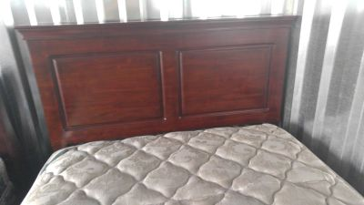 Mission Stlye Cherry Queen size Hard wood sleigh bed w/mattress set