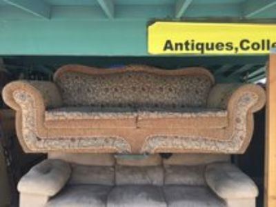comfortable sofa has place on top easy fix see pic