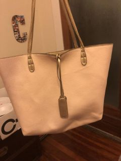 Light pink purse with gold details and interior