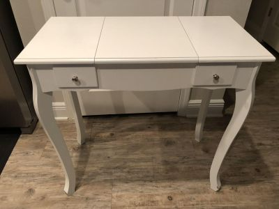 Small vanity table