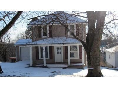 2 Bed 1.5 Bath Foreclosure Property in Smithfield, OH 43948 - Hill St