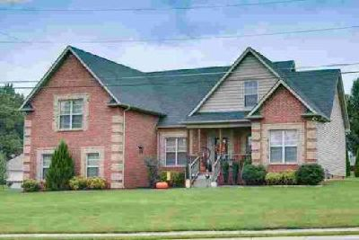 101 Allers Dr White House, Lovely Four BR home with open