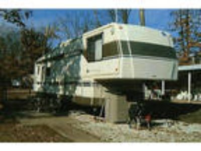 1995 HOLIDAY RAMBLER 5th WHEEL