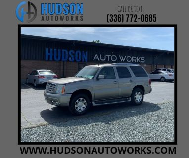 2002 Cadillac Escalade Base (Gold)