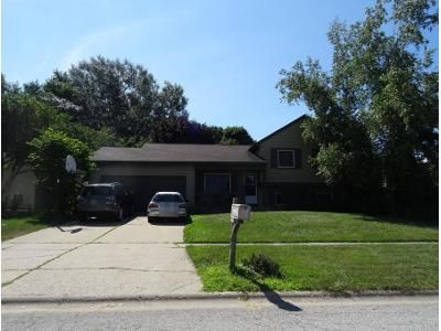 4 Bed 1.5 Bath Preforeclosure Property in Mchenry, IL 60050 - W Chasefield Cir