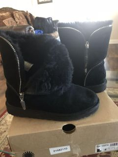 Girl s Uggs Boots- SIZE 4 GENTLY WORN