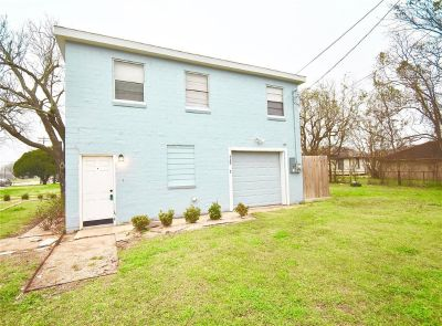 429 2nd Street Unit: 2 Freeport Texas 77541
