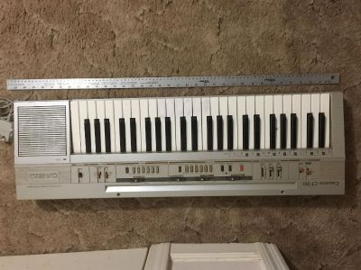 Casiotone CT-310 electronic keyboard. Works great!