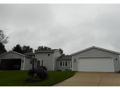 3 Bed 2 Bath Preforeclosure Property in Sussex, WI 53089 - Teakwood Ct