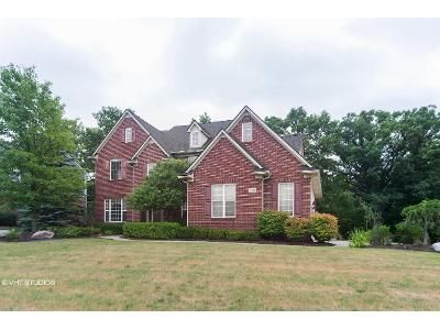 4 Bed 4 Bath Foreclosure Property in Lake Orion, MI 48360 - High Grove Way