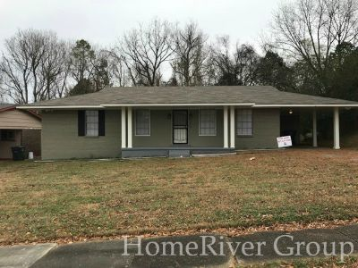 Beautiful 3 Bed 2 Bath home! Carpeted bedroom floor! LEASE now!