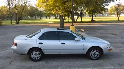 $1,800, Toyota Camry  v6 leather sunroof