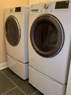 LIKE NEW Kenmore Washer, Dryer and Pedestal Set