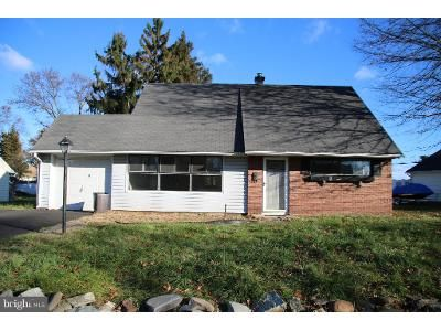 3 Bed 2 Bath Foreclosure Property in Levittown, PA 19056 - Jollybrook Rd