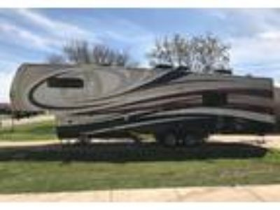2015 Redwood RV-38BR 5th Wheel in Crowley, TX