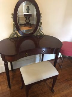Bombay Dressing Table and Bench