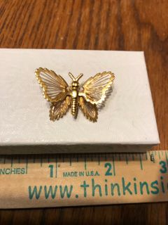 EEUC Vintage signed Monet gold butterfly with dainty wire 1