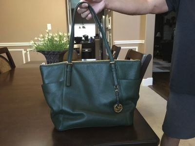 *GREAT CONDITION* Michael Kors Jet Set Large Leather Tote with Top Zip Closure
