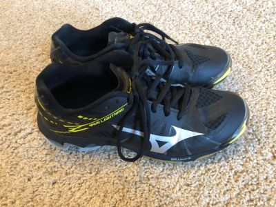 Mizuno Volleyball Shoes women s 7.5
