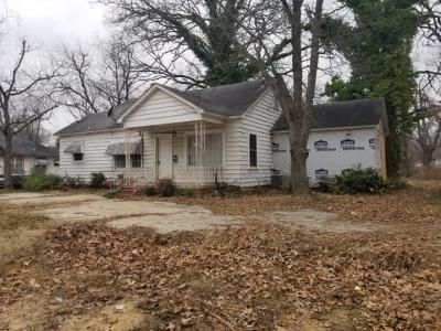 3 Bed 2 Bath Foreclosure Property in Pine Bluff, AR 71601 - W 23rd Ave