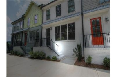 3 bedrooms Townhouse - This brand new town home is located just SE of Grant Park.