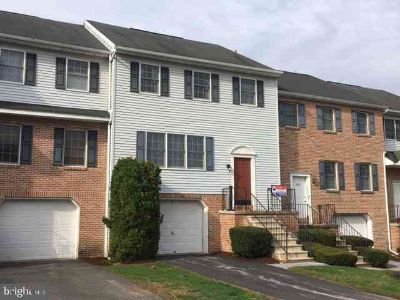 40-3 Rock Rd Reading Three BR, Awesome townhome living with this