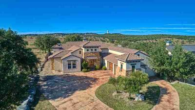 3533 La Cumbre Dr KERRVILLE Three BR, This Tuscan themed home