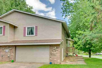 829 Clover Leaf Parkway NE BLAINE Three BR, You will love this