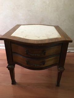 ANTIQUE MARBLE TOP SIDE END TABLE. HEIGHT 21'' LENGHT 28'' WIDTH 22'''